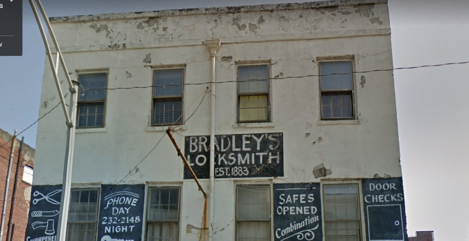 Bradley's Lock and Key - Photo